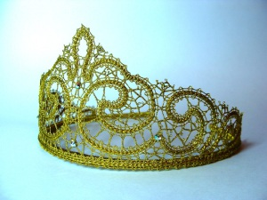 Сколки: диадема, корона и маска